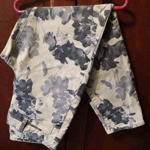 DKNY size 8 pale yellow and gray print jeans denim